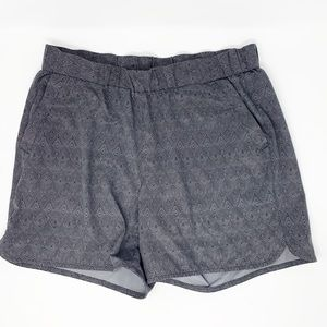 Eddie Bauer Lightweight Patterned Shorts Small